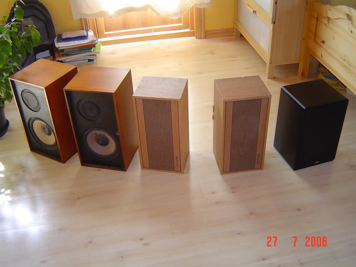 5 Loudspeakers in a row